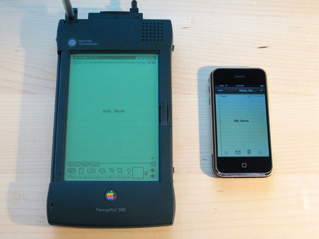 1200px-apple_newton_and_iphone